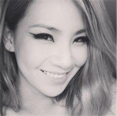2NE1 CL Blonde Medium Side Part