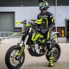 foto I love motorcycles, diving, technology and having fun. Trail Motorcycle, Motorcross Bike, Enduro Motorcycle, Motorcycle Suit, Moto Bike, Ktm Supermoto, Stunt Bike, Honda, Motocross Vintage
