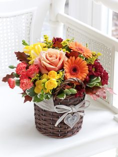 send Fall Flowers online for your loved one.Order Fall Flowers now to USA along with Chocolates,& more. How To Wrap Flowers, Send Flowers, Fall Flowers, Online Flower Shop, Fall Bouquets, Fall Birthday, Centerpieces, Table Decorations, Flowers Delivered