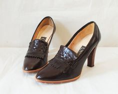 Items similar to Vintage Platform Wood Heels Size Dark Brown Leather Fringe on Etsy Vintage Closet, Vintage Shoes, Vintage Outfits, Fashion Vintage, Plateau Heels, Oxford Heels, Shoe Gallery, Leather Fringe, Dark Brown Leather