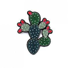 Macon et Lesquoy Bijoux Brodees gd cactus boules rouge