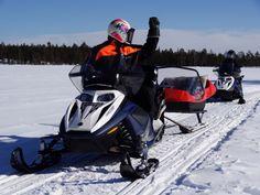 Nous organisons par exemple des excursions et safaris en motoneige en Laponie finlandaise.