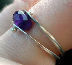 Neat ring tutorial. Shows a different idea to ball both ends of wire with stone present.