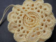 ergahandmade: Crochet Flower Rug + Free Pattern Step By Step + Diagrams Crochet Puff Flower, Crochet Flower Tutorial, Crochet Flower Patterns, Crochet Designs, Crochet Yarn, Crochet Flowers, Crochet Stitches, Art Textile, Yarn Tail
