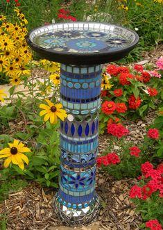 Mosaic Crafts, Mosaic Projects, Mosaic Art, Mosaic Glass, Blue Mosaic, Garden Crafts, Garden Projects, Garden Ideas, Garden Path