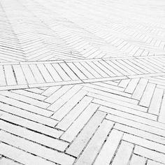Stil Inspiration - Page 64 of 203 - Brick Tile Floor, White Brick Tiles, White Wash Brick, Brick Flooring, White Bricks, White Wood, White Flooring, Tiled Floors, Brick Paving