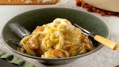 This classic Italian dish includes fettuccine tossed with butter and Parmesan cheese, and it's quick and easy to make. versions of the dish may include chicken or shrimp. With three simple steps in our chicken alfredo recipe, you'll have a hearty din Easy Chicken Recipes, Pasta Recipes, Dinner Recipes, Cooking Recipes, Casserole Recipes, Chicken Fettucine Alfredo Recipe, Fettuccine Alfredo, Alfredo Sauce, Martha Stewart