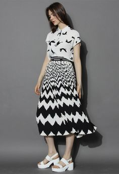 Zig Zag Stripes Pleated Skirt in Black - New Arrivals - Retro, Indie and Unique Fashion