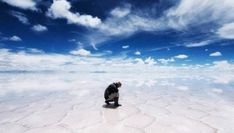 The world's largest salt flat, Salar de Uyuni, is located in Southwest Bolivia. At square kilometers square miles), the Salar de Uyuni becomes… National Geographic Traveler Magazine, National Geographic Photo Contest, Bagan, Bolivia Salt Flats, Chile, Bolivia Travel, Wonderful Picture, Big Picture, World's Biggest