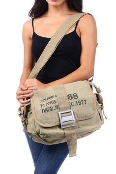 Tas massanger adalah salah satu jenis tas yang disukai banyak wanita. Selain memang modelnya fashionable, tas ini juga memang bisa membawa berbagai jenis keperluan wanita.