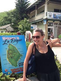 Notre drôlissime Julie, experte de l'Océan Indien. A vous les Seychelles, Réunion et Maurice. Et les 3 en même temps ☀️