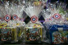 Decoração infantil- Capitão América- Vingadores- avengers- dica de decoração- aniversário vingadores- como decorar a festa do seu filho- idéias de convites-blog gosto tanto- lembrancinhas
