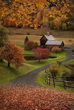 Country Autumn - New England farm (Woodstock, Vermont) by Ross Kyker E Beautiful World, Beautiful Places, Beautiful Farm, Wonderful Places, Autumn Scenery, Fall Pictures, Fall Photos, Belle Photo, Beautiful Landscapes