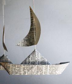 instalación barcos de papel periódico