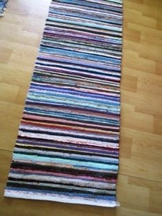 Räsymatto - Huuto.net Rag Rugs, Loom Weaving, Recycled Fabric, Woven Rug, Carpets, Recycling, How To Make, Diy, Home Decor