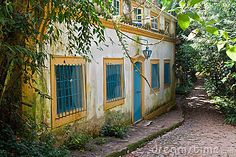 Typical Colonial House Tiradentes Brazil Stock Image - Image of tropical, america: 20431857 Mexican Garden, American Houses, Spanish Style Homes, Colonial Architecture, Shipping Container Homes, Home Studio, House Floor Plans, Cosy, Brazil