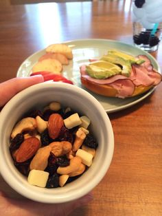 Pretty, healthy, easy lunch ideas for the healthy soul! How to stay on track with your healthy eating habits!