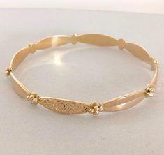 Bracelets Design, Gold Bangles Design, Jewelry Design Earrings, Gold Earrings Designs, Gold Jewellery Design, Fashion Earrings, The Bangles, Plain Gold Bangles, Solid Gold Bangle