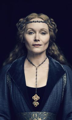 Essie Davis as Elizabeth Woodville in the White Princess 2017 Isabel Woodville, Elizabeth Woodville, The White Princess, White Queen, Tudor Costumes, Period Costumes, Female Character Inspiration, Fantasy Inspiration, Writing Inspiration