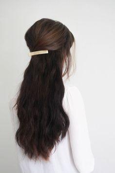 Hair Styles 2018 Hair Tutorial // Gold Clip — Treasures & Travels Discovred by : Byrdie Beauty My Hairstyle, Messy Hairstyles, Pretty Hairstyles, Wedding Hairstyles, Homecoming Hairstyles, Good Hair Day, Hair Dos, Gorgeous Hair, Hair Hacks