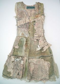 ℘ Paper Dress Prettiness ℘ art dress made of paper - Louise Richardson Paper Fashion, Fashion Art, Fashion Design, Trendy Fashion, Mixed Media Collage, Collage Art, Textiles, Quilt Modernen, Photocollage
