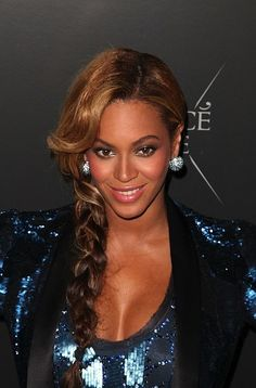 Beyonce Ultimate beautiful long hairstyle from the totallly delicious Bey!  Her hair just rocks  Www.ukhairdressers.com