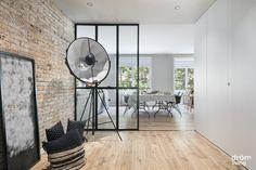 #Balmes #interiorDesign #DrömLiving #ReformaIntegral Barcelona, Home Appliances, Flooring, Interior Design, Totalement, Ideas, Laminate Flooring, Renovation, Big Closets