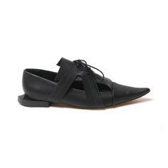 Sapato bico fino em material sintético, livre de componentes de origem animal. LOULOUX #vegano