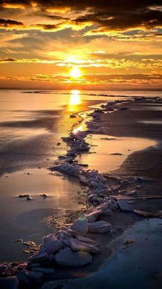 Sunset on the beach - landses Amazing Sunsets, Amazing Nature, Beautiful World, Beautiful Images, Nature Pictures, Cool Pictures, Imagen Natural, Landscape Photography, Nature Photography