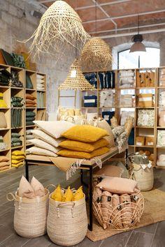 Gift Shop Interiors, Store Interiors, Casa Magnolia, Furniture Store Display, Boutique Decor, Boutique Store Design, Home Decor Shops, Shop Interior Design, Marseille France