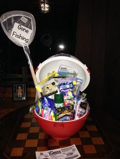 Gone fishing basket Raffel Boyfriend Gift Basket, Fathers Day Crafts, Boyfriend Stuff, Boyfriend Gifts, Diy Father's Day Gifts, Father's Day Diy, Cool Gifts, Dad Gifts, Wraps