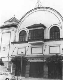 Especial Antiguos Cines Malagueños Street View, Mansions, House Styles, Retro, Vintage Photos, Old Photography, Parking Lot, Old Pictures, Cities