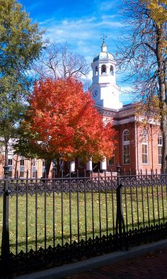 Autumn courthouse, Leesburg, VA