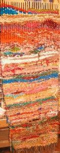Peg Loom Weaving is Tapestry Weaving « ~Weaving Me Home~ Weaving Yarn, Weaving Textiles, Tapestry Weaving, Peg Loom, Weaving Designs, Rug Inspiration, Fabric Strips, Loom Knitting, Fabric Art