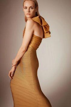 Herv¨¦ L¨¦ger Pre-Fall 2020 Fashion Show - Vogue Fashion 2020, Fashion Show, Fashion Looks, Vogue Fashion, Bodycon Looks, Bodycon Dress, Mother Of Groom Dresses, Herve, Fashion Lookbook