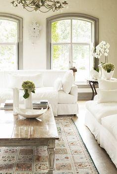 Shades of white. Poetisch oder cool, modern oder behaglich: Keine andere Farbe ist so wandelbar wie Weiß: http://on.elle.de/1CYQ0fT