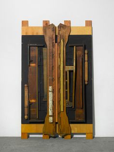 "sculpture US : Louise Nevelson, ""Untitled"", assemblage, bois, Louise Nevelson, Joseph Cornell, Wall Sculptures, Sculpture Art, Arte Assemblage, Modern Art, Contemporary Art, Found Object Art, Oldenburg"