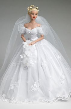 Another Cinderella in her wedding gown Barbie doll Barbie Bridal, Barbie Wedding Dress, Wedding Doll, Barbie Gowns, Barbie Dress, Barbie Clothes, Wedding Dresses, Barbie Hair, Barbie Style