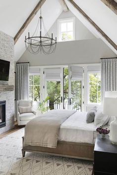 Warm and inviting home perched on a bluff overlooking Lake Minnetonka An inviting home designed by City Homes and Martha O'Hara Interiors is nestled high above Lake Minnetonka's Smithtown Bay, Minnesota. Design Room, Master Bedroom Design, Home Decor Bedroom, Modern Bedroom, House Design, Bedroom Ideas, Contemporary Bedroom, Master Suite, Master Bedrooms