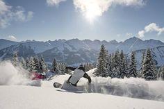 Skifahren und Snowboarden gehört definitiv zu den schönsten Beschäftigungen denen man im Winter bei uns nachgehen kann - perfekt wenn man dann auch noch im Berghotel Auenhütte direkt an der Skipiste wohnt... Mountains, Travel, Outdoor, Winter Vacations, Ski, Nice Asses, Pictures, Outdoors, Viajes