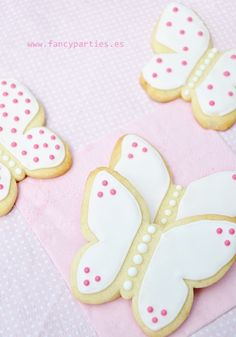 Pink Butterfly Vanilla Cookies  by www.fancyparties.es