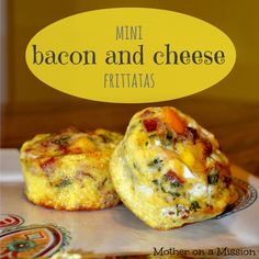 Mini Bacon & Cheese Frittatas: easy, adorable, fast, and delicious. My mom used to make these before a school day so we could eat them for breakfast and take a couple for snack. Delicious and easy snack Mini Frittata, Frittata Recipes, Frittata Muffins, Sausage Quiche, Veggie Frittata, Savory Muffins, Low Carb Breakfast, Breakfast For Dinner, Cooking