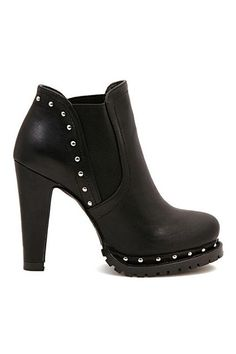 Want! Want! Want! Love these Boots! Super Sexy Black Rivet Ankle Boots #Sexy #Rivet #Moto #Style #Ankle #Boots #Fall #Fashion