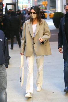 Classy Outfits, Trendy Outfits, Mode Outfits, Fashion Outfits, Bella Hadid Outfits, London Outfit, Model Street Style, Kendall Jenner Outfits, Blazer Outfits