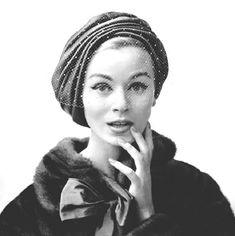 Вуалетка считается ярким элементом элегантного стиля 1950-х годов.