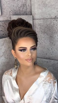 Makeup Tips And Tricks Bridal Makeup Looks, Bride Makeup, Wedding Hair And Makeup, Hair Makeup, Makeup Tips, Formal Hairstyles, Bride Hairstyles, Pretty Hairstyles, Hair Up Styles