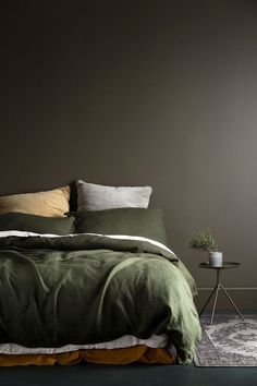 Terrific Love this muddy brown feature wall and olive green bedding. Such a warm palette! The post Love this muddy brown feature wall and olive green bedding. Such a warm palette!… appeared first on Decor . Green Bedding, Bedroom Green, Bedroom Colors, Home Bedroom, Bedroom Decor, Bedroom Ideas, Dark Bedding, Master Bedroom, Olive Bedroom