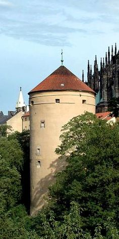 Mihulka tower in the fortification of the castle, Prague, Czechia Famous Saints, Famous Castles, Prague Castle, Historical Monuments, Fortification, Most Beautiful Cities, Central Europe, Famous Places, Eastern Europe