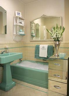 """Don't scoff at that """"ugly"""" vintage bathroom. They have a lot they can teach us about decorating. Here are five things that our resident Oprah, Dootsie, is stealing from vintage bathroom design. Cleaning Bathroom Tiles, Art Deco Bathroom, Turquoise Bathroom, Bathroom Green, Bathroom Colors, Design Bathroom, Cream Bathroom, Tile Design, Bathroom Ideas"""