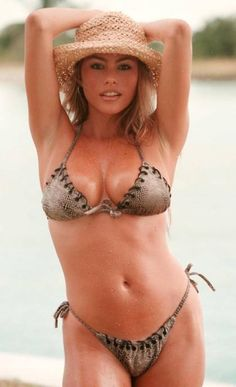 """Photos of Sofia Vergara, one of the hottest women in entertainment. Sofia started her career as a fashion model in many notable magazines. She then went on to host a few shows on Univision. She has had roles on American TV shows like """"Entourage"""", """"The Knights of Prosperity"""" and ..."""